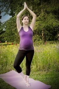 Yogaübung für Schwangere DER BAUM