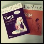 Cover der beiden Yoga Anatomie Bücher