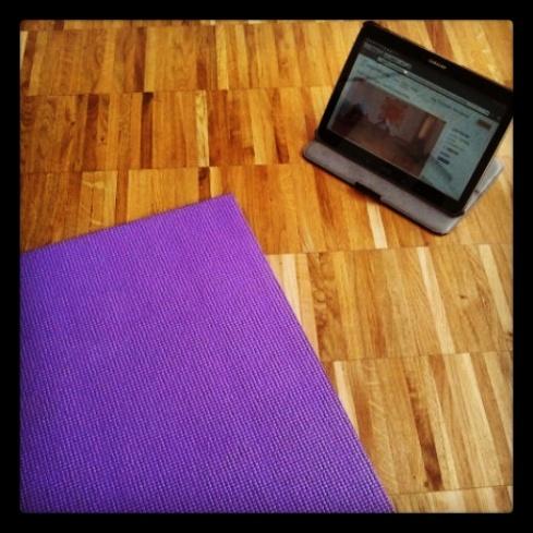 Yoga zu Hause mit Yogamehome-Video