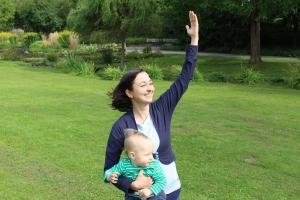 Yoga für Mama & Baby: Krieger 1