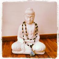 Buddha mit Mala-Kette