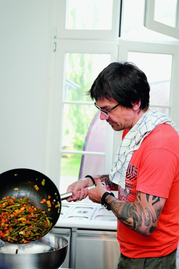 Volker Mehl beim Kochen