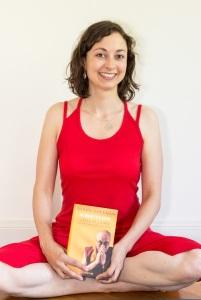 Steffi mit Dalai Lama Buch