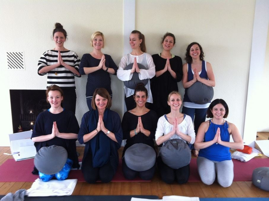 Gruppenfoto Ausbildung Prenatal im UNIT Yoga Wiesbaden